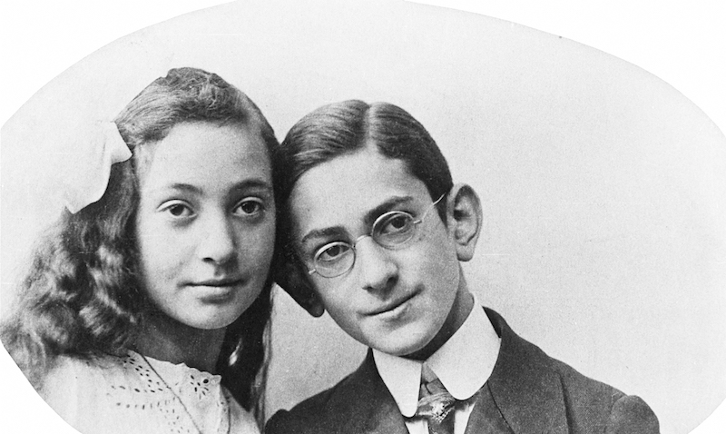 Fritz Bauer con su hermana Margot